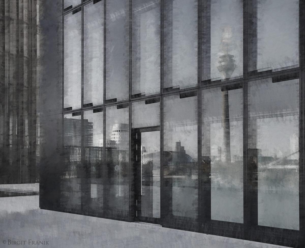 © 2011 Birgit Franik-20111024-8865 Graustufe Glas Beton