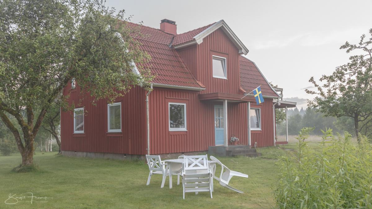 """""""Michel""""häuser mit blauen Türen in Schweden"""
