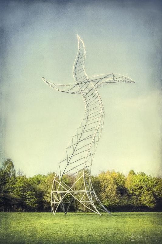 Zauberlehrling - 35 m hohe Stahlskulptur - tanzender Strommast - Istallation im Rahmen der Emscherkunst im Jahre 2013